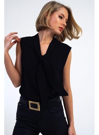 Emjey Kravatlı Yaka Kolsuz Bluz Siyah
